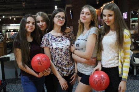 Переможці рейтингу класів відвідали боулінг-клуб