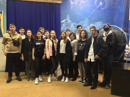 2 червня учні 9-ФМ та 9-ТХ відвідали планетарій